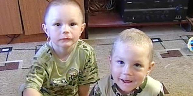 Четырехлетний Илья и шестилетний Вася Калиниченко
