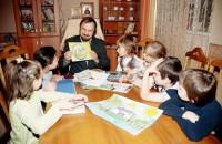 Малокомплектные детские дома укрупняют со скандалами