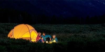 Палаточный лагерь под стенами детдома может оказаться более эффективным инструментом для усыновителей, чем распространение информации о детях-сиротах, считает Александр Гезалов. Фото: utah.com