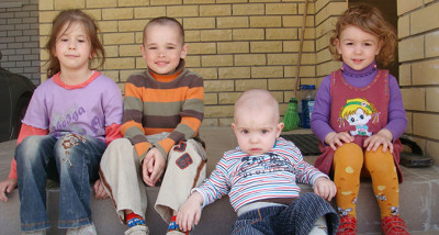 Семейное усыновление в городке для сирот